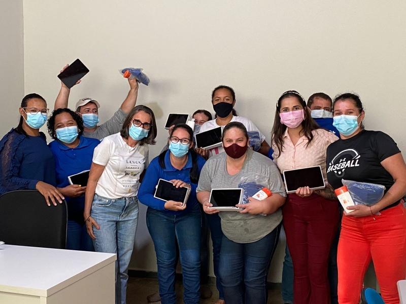 Prefeitura de Glória D'Oeste Realiza Entrega Tablets para Agentes  do Município